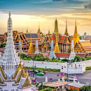 Bangkok skyline showing the Grand Palace and Wat Prakeaw